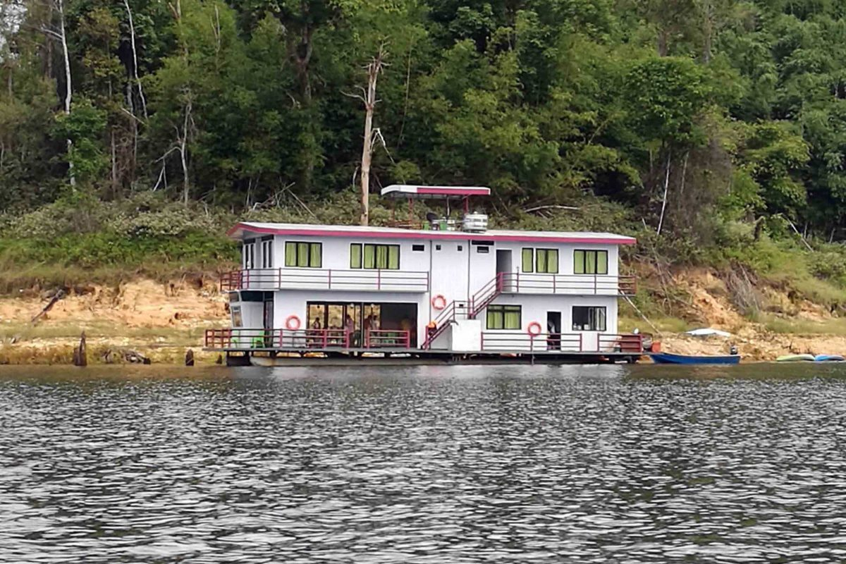 Superior houseboat